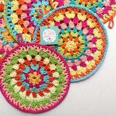 Posapava de hilo Crochet Motif Patterns, Crochet Blocks, Love Crochet, Knit Crochet, Monster Slippers, Crochet Kitchen, Needlework, Cross Stitch, Crafty