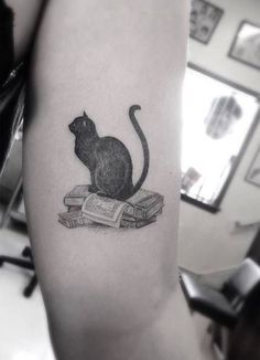 Cats and Books: my favorite things! Tattoo Chat, Get A Tattoo, Literary Tattoos, Little Tattoos, Small Tattoos, Body Art Tattoos, Girly Tattoos, Tattoo Project, Dream Tattoos
