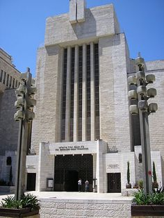 Great Synagogue, Jerusalem. The main sponsor for construction of the synagogue was Sir Isaac Wolfson, a Jewish philanthropist from Britain. The Wolfson family consecrated the synagogue in the memory of the six million Jews who perished in the Holocaust and to the fallen soldiers of Israel Defense Forces.