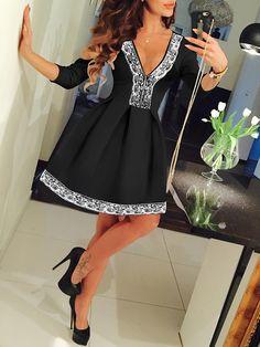 Vestido+cuello+V+encaje+con+vuelo+-negro+15.75
