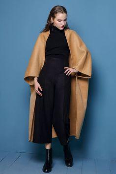 "Size + Fit: - Oversized, bat sleeved, loose fit - Lightweight, thin material - US Size: M/L 6-8 - EUR Size: M/L 38-40 - Length: 46.1"" / 117cm - Bust: 42.5"" / 108cm - Waist: 43.3"" / 110cm - Model is we"