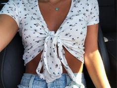 White floral wrap Brandy Melville top, light blue Levi's high waisted shorts, . - White floral wrap Brandy Melville top, light blue Levi's high waisted shorts, Tiffany heart necklace Source by kruegerkira melville outfits summer Source by nehirnilb - Brandy Melville Outfits, Roupas Brandy Melville, Brandy Melville Tops, Brandy Melville Clothing, Cute Casual Outfits, Cute Summer Outfits, Spring Outfits, Summer Clothes, Stylish Outfits