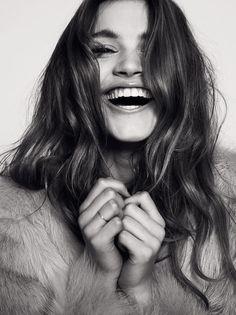 Sorrir é a maior beleza de uma mulher!