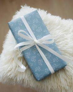 Wildflower-wrapping paper | KOHTEESSA. #wrappingpaper #wrappingpapers #giftideas #wrappingideas #wrappinginspiration #ecofriendly #papershop #paperproducts #keyflag #lineart #patterndesign #patterns #brandidentity #brandingpicture #madeinfinland #designfromfinland #crafting #diy #lahjapaperi #paketointi #lahjapaketointi #paketointiidea #kotimainen #ekologinen #verkkokauppa #askarteluidea #lahjojenpaketointi Wrapping Papers, Gift Wrapping, Brand Identity, Branding, Line Art, Wild Flowers, Pattern Design, Eco Friendly, Thats Not My