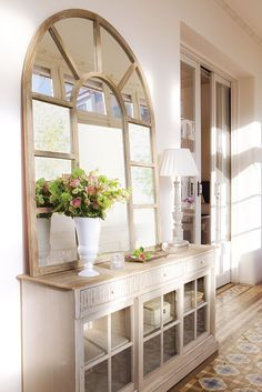 spring entrance decor ideas that will make your home look friendly page 9 Entrance Decor, Entryway Decor, Bedroom Decor, Hall Deco, Home Interior, Interior Design, Hall Mirrors, Sweet Home, Hallway Decorating