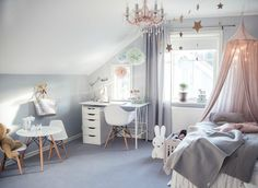Room with desk and tables/chairs for pretend play Small Room Bedroom, Baby Bedroom, Teen Girl Bedrooms, Little Girl Rooms, Room Interior, Interior Design, Teenage Room, Kids Room Design, My New Room