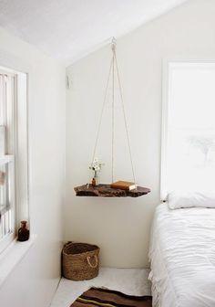 table de nuit suspendue, chevet suspendu en bois flotté