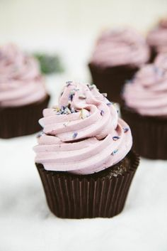 Vegan Chocolate Lavender Cupcakes We're so ready for spring, and these pretty vegan chocolate cupcakes with lavender buttercream frosting have got us thinking about blooming flowers. (Plus, there's a gluten-free option. Vegan Cupcake Recipes, Vegan Recipes, Dessert Recipes, Gluten Free Vegan Cupcakes, Vegan Chocolate Cupcakes, Flourless Chocolate, Raw Chocolate, Chocolate Muffins, Sugar Free Cupcakes