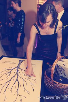 Guest signing the Thumb Tree