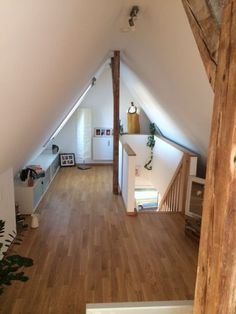 Stuttgart - Wohnungssuche - 2 Zimmer Maisonette Wohnung ab 01.06. zu vermieten.  2 Zimmer Maisonette Wohnung - 80 qm - mit Balkon - ab 01.06. in Stuttgart zu vermieten.  Kontakt und Informationen finden Sie unter: http://www.miettraum.com/77778250