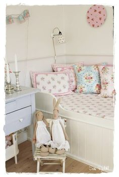 what a sweet little girls room this would make!