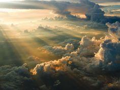 De wolken en de zon
