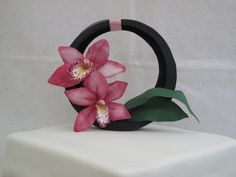 gallery of cakes and flowers taught and  made by Lou Wood
