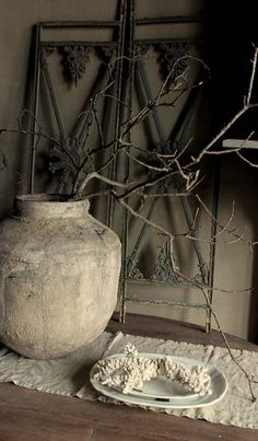 My favorite old world art and accents Wabi Sabi, Grunge Decor, Dark Interiors, Rustic Interiors, Style Deco, Ivy House, Terracota, Old World, Home And Living
