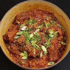 One-Pot Korean Spicy Ribs and Rice Recipe & Video - Seonkyoung Longest Tofu Recipes, Chicken Salad Recipes, Curry Recipes, Dinner Recipes, Korean Recipes, Korean Food, Appetizer Recipes, Dinner Ideas, Vegetarian Recipes