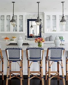 Bright vibes in my kitchen to combat the depths of winter! January always gets me like  #Womanista #kitchen #onekingslane @onekingslane #whitekitchen