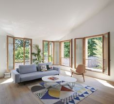 Cosy living room with generous window openings - Hermance – Valentine Bärg Architectures Cosy, Windows, Contemporary, Living Room, Rugs, Architecture, Home Decor, Village Houses, Farmhouse Rugs