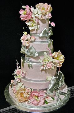 If I could make cakes like this I'd be Queen of the Cake Universe. With sugar flowers in my hair. And a fondant house. And, most importantly, no credit card debt. Damn. I should have paid more attention in Baking 101 class.