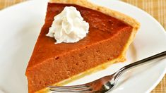 Pumpkin pie is one of my favorite pies; this looks yummy! Yummy Treats, Sweet Treats, Yummy Food, Fall Recipes, Holiday Recipes, Frozen Pastry, Pumpkin Cake Recipes, Foods To Eat, Saveur