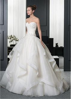 Glamorous Organza Sweetheart Neckline Dropped Waistline Ball Gown Wedding Dress With Beaded Lace Appliques