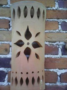 Lamparas de barro Pottery Pots, Slab Pottery, Ceramic Pottery, Ceramic Lantern, Creation Art, Hand Built Pottery, Pottery Classes, Pottery Designs, Ceramic Clay