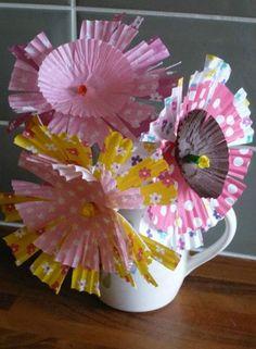 Pretty bun case blooms - Summer crafts for children - Netmums Popsicle Stick Crafts, Craft Stick Crafts, Fun Crafts, Wrapping Paper Crafts, Paper Plate Crafts, Wrapping Ideas, Gift Wrapping, Craft Activities For Kids, Preschool Crafts