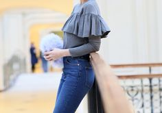 girly, streetstyle fashionblogger russian fashionblogger pixiecut pixie Ruffled blouse Topshop mom high-rise jeans Monki top