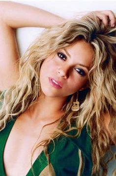 Shakira.. another yet picture perfect face