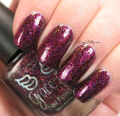 Red glitter nails Glitter Nail Polish, Red Glitter, Us Nails, Makati, Swatch, Eye Makeup, Sunset Hair, Indie, Manicure