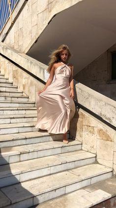 Bohemian off shoulder silk maxi dress - Source by jensschwese - Silk Satin Dress, Silky Dress, Satin Dresses, Long Silk Dress, Classy Evening Gowns, Evening Dresses, Prom Dresses, Long Dresses, Silk Evening Gown