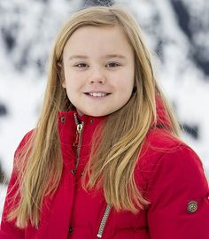 King Willem, Queen Maxima, with their daughters Princess Catharina-Amalia, Princess Alexia and Princess Ariane on holiday at Arlberg Ski center in Lech Japanese Princess, Dutch Princess, Princess Mary, Kate Middleton Pregnant, Happy Birthday Princess, Ski, Princes Diana, Princess Caroline Of Monaco, Dutch Royalty