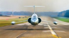 head on, jet, low pass. The Starfighter is one of my all time favorite airplanes Military Jets, Military Aircraft, Fighter Aircraft, Fighter Jets, Aircraft Design, Jet Plane, Indiana Jones, Wings, Pilot
