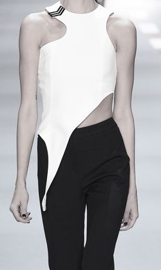 White asymmetric top; runway fashion details // Mulger Spring 2016