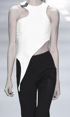 White asymmetric top; runway fashion details // Mulger Spring 2016