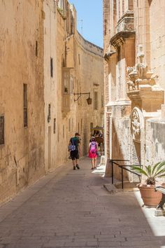 Learn how to spend 6 days in Malta, Gozo, and Comino. Itinerary with practical tips on when to come, where to stay, what to eat. Includes culture and beach!