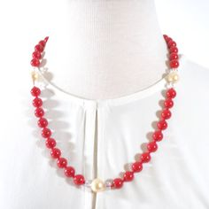 Red Shell Pearls With Cream Ascent Necklace.  #handmade #handmadejewelry #instafashion #handmadegift #beadedjewelry #unisexjewelry