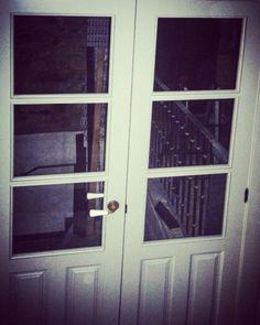 Puerta  de madera, modelo paneles cristalera, formada por dos hoja abatibles, lacadas. www.carpinteriabacigalupe.com