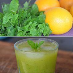 Forfriskende juice med kun to ingredienser: grøn mynte og sødmefulde appelsiner.