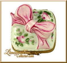 Gift Box with Pink Bow and Roses Limoges Box