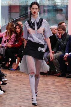 Prada Resort 2018 Fashion Show Prada Resort 2018 Collection - Vogue Star Fashion, Love Fashion, High Fashion, Fashion Design, Fashion Trends, Latest Fashion, Haute Couture Style, Prada, Fashion Week 2018