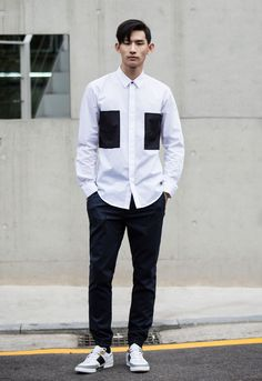 One of my style icons Park Hyungseop always looking effortlessly cool in his minimal sports luxe looks. African Shirts For Men, African Clothing For Men, White Shirt Men, Sports Luxe, Summer Shirts, Men's Fashion, Casual Shirts, Shirt Style, Shirt Designs
