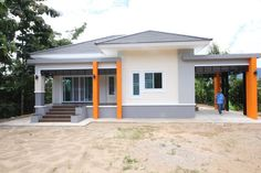 This house concept is simple in design yet the touch of elegance is still in it. With 3 bedrooms, this house is 143 square meters total floor area. Modern Bungalow House Plans, Bungalow Haus Design, Small House Plans, Style At Home, 2 Storey House Design, Flat Roof House, Thai House, Kerala House Design, Kerala Houses
