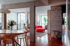 Apartamento reformado con pilares vistos