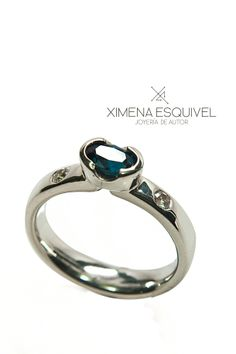 Engagement ring with sapphires and silver. Ximena Esquivel