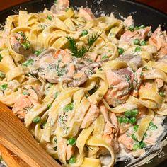 Pasta in een romige zalmsaus van crème fraîche Fish Recipes, Pasta Recipes, Salad Recipes, Italian Dishes, Italian Recipes, Pasta Met Broccoli, Healthy Meal Prep, Healthy Recipes, Pasta Dishes