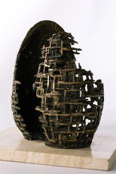 Filippo Vieri | UOVO COSMICO bronzo e travertino - 2004 - H. 30 cm. - L. 20 cm. Photo: stefanocasati.com