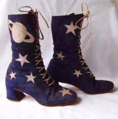 vintage one of a kind custom galaxy boots, originally bought from a place called 'rainbow cobbler' in north beach sf Patricia Field, Vintage Outfits, Vintage Shoes, Look Vintage, Vintage Mode, 1960s Fashion, Vintage Fashion, Sock Shoes, Shoe Boots