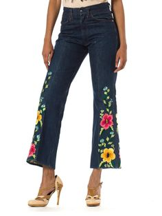 - Product Description - Measurements DETAILS These funky jeans are so romantic, happy and bright! Imagine yourself wearing them while running in the fields with wild flowers and bathing in the sunligh Gypsy Style, Hippie Style, Bohemian Style, Boho Chic, My Style, Summer Denim, Laid Back Style, Vintage Jeans, Stunning Dresses
