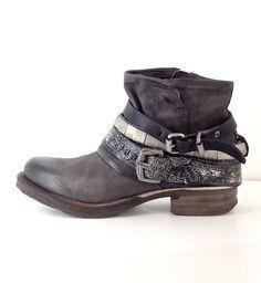 e923a39d46d 15 Best Desires images | Clothes, Ankle boots, Leather