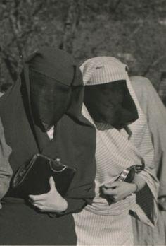 Muslim women in the street, © Museum of City of Sarajevo King Fashion, Folk Fashion, Muslim Fashion, Retro Fashion, Popular Costumes, Muslim Culture, Niqab, Muslim Women, Historical Clothing